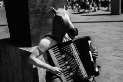 """Kolektiv Kamarades: Novogodišnja izložba fotografija """"Usamljenost kao izbor"""""""