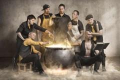 Dubioza kolektiv nastupa na Glastonbury i Boom Town festivalu i kao gost grupe Faith No More!