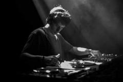 Varhat: Mlada DJ nada iz Rumunije ove subote u klubu Dot!