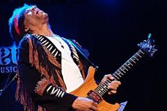 Legenda jazz gitare odaje počast legendi rock gitare