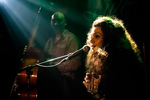 KATARINA PEJAK: Bluz pijanistkinja i pevačica čarobnog glasa nastupa u Savamali! | Mikser House | Beograd | Photo by Zoran Trtica | 2015