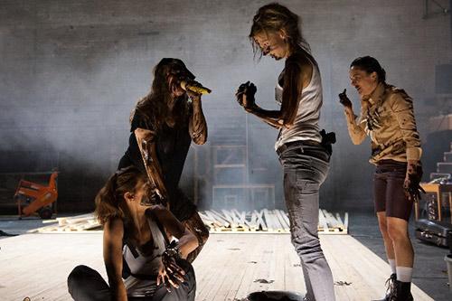 Scena iz predstave Urnebesna tama / Foto: Georg Hochmuth
