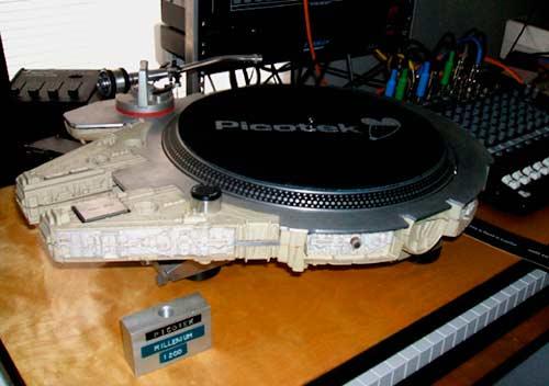 Falcon/Star Wars gramofon | Kakav je to DJ koji ne ume da vrti ploče? Gramofoni na malo drugačiji način!