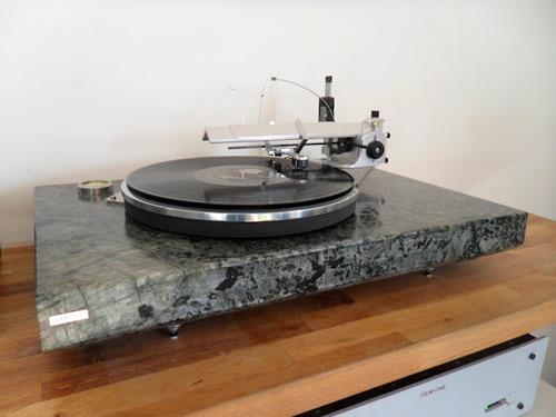 Kameni gramofon | Kakav je to DJ koji ne ume da vrti ploče? Gramofoni na malo drugačiji način!