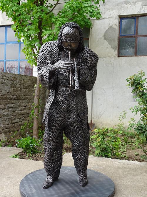 Skulptura Majlsa Dejvisa, autor Boris Deheljan