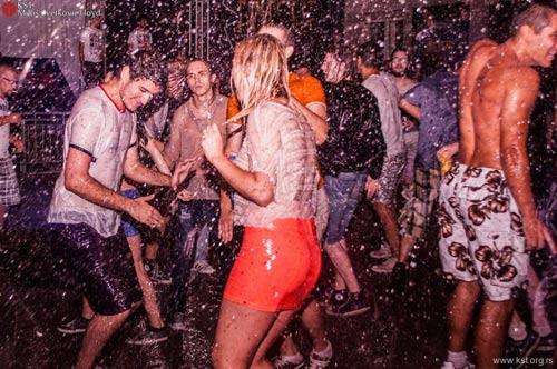 Ako niste otišli na more, dođite na Mokru žurku u KST! | Photo by Miloš Cvetković Floyd