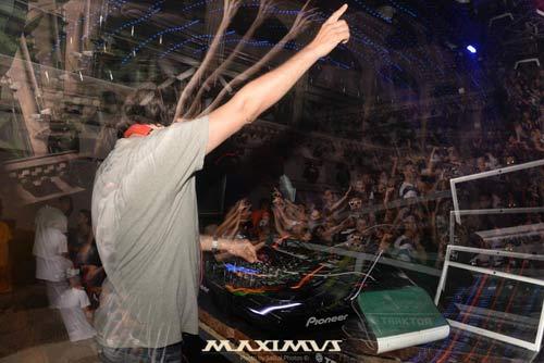 Dino Psaras zapalio dance floor crnogorske elektronske katedrale!   Maximus   Kotor