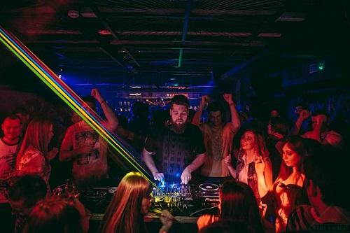 KRISTIJAN MOLNAR: Ako postoji vrsta radoznali DJ, taj sam ja! | Intervju | Izaberi svoju Tuborg boju | 2015