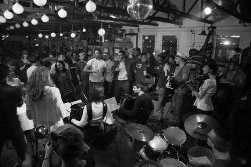 SHPIRITUS MOVENS: Deset godina bande urbanih karavandžija! | Klub Peron | Beograd | 2015