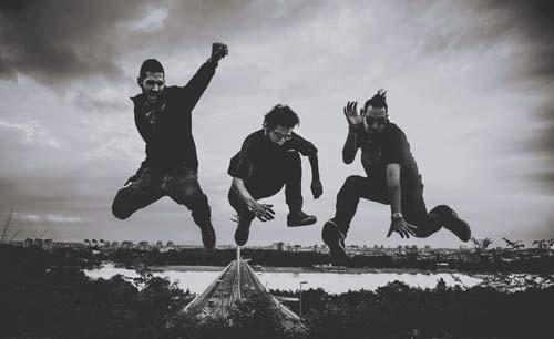 The Arrival Single: Prvo formalno izdanje elektronskog live bend DONT TOUCH ANYTHING