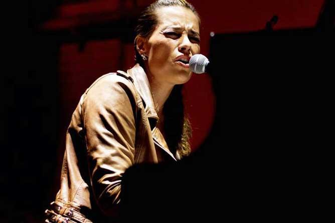 Iva Ikon: Emocija i moć gospel muzike u okviru 3. BUNT festivala | Mikser House | Beograd 2015