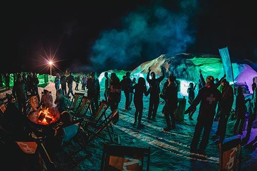 Snowbombing: Žurka na glečeru