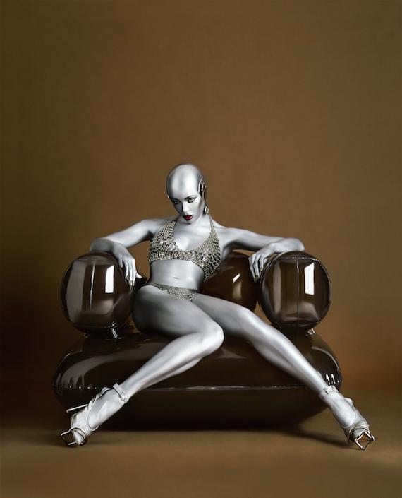 Seb Janiak .  Naomi Robot