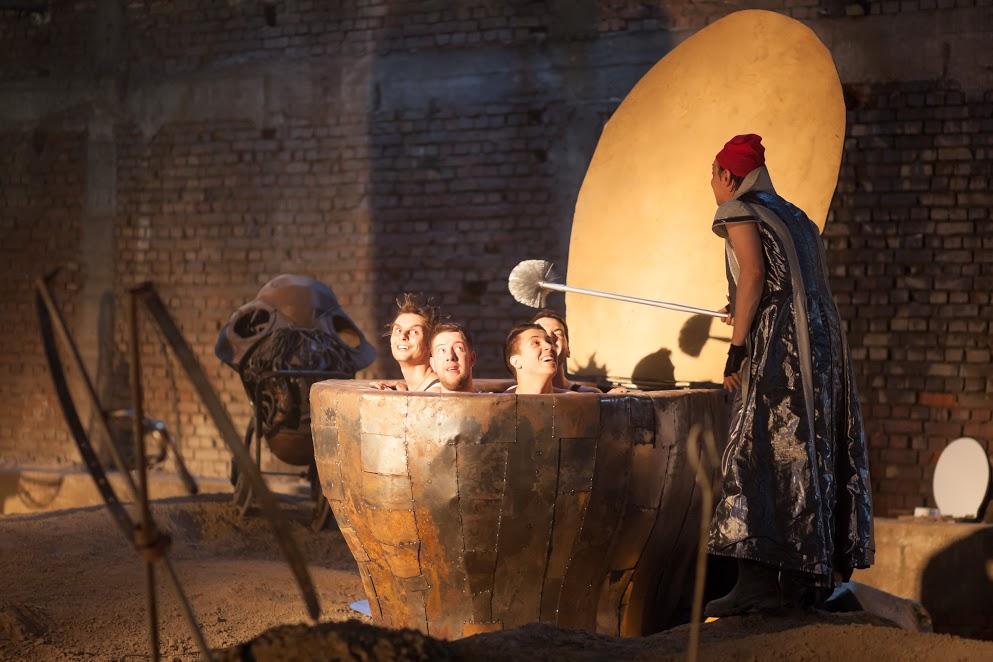 Predstava KRALJ IBI:  Još 5 izvođenja tokom jeseni 2017. u neobičnom prostoru Ciglane