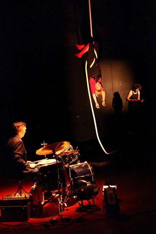Cirkobalkana: Scena iz predstave Torture